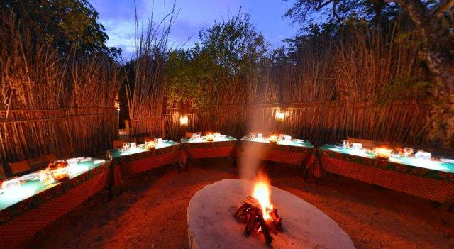 Sausage-Tree-Safari-Camp-Boma