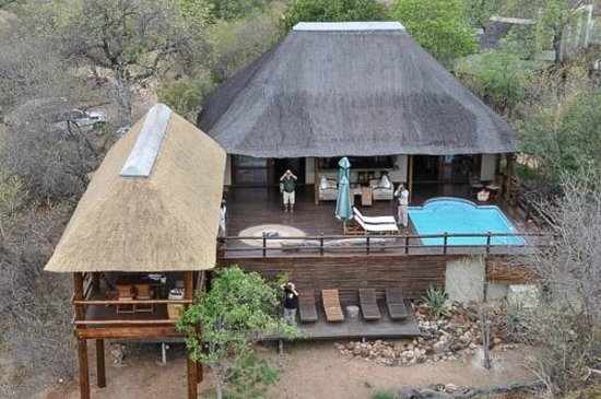 sausage-tree-safari-camp